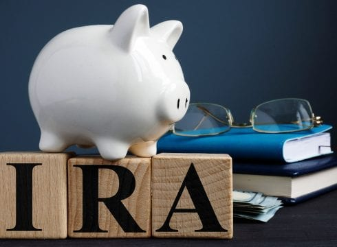 Efficiently Saving for Retirement: Traditional IRA and Roth IRA